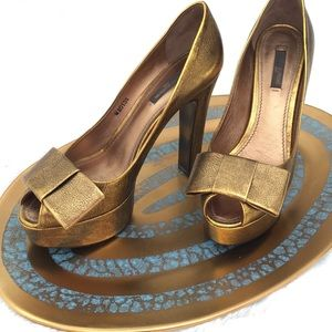 Louis Vuitton Antiqued Gold Heels size 37.5